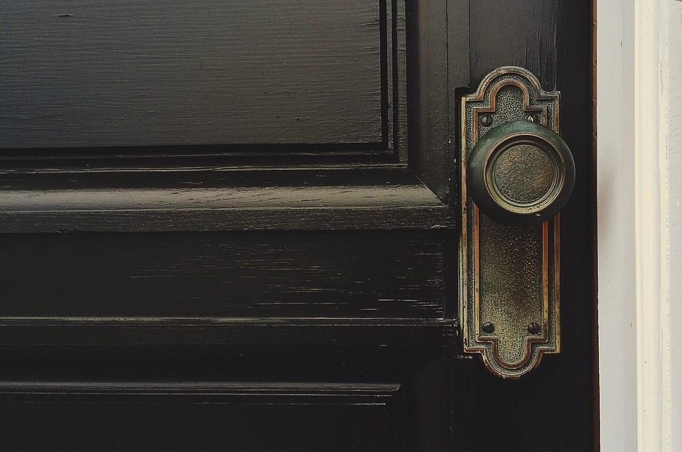 door-1110670_960_720.jpg