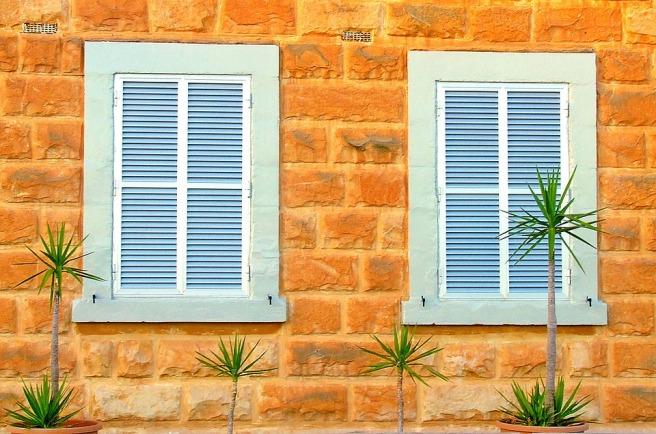 shutters-1039996_960_720